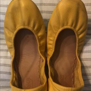 Yellow Tieks Size 8 EUC